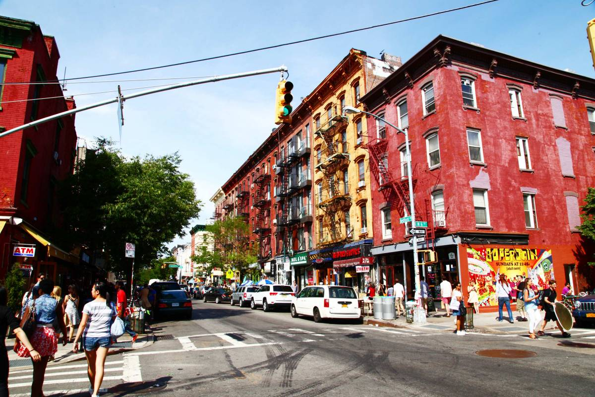 how to get to williamsburg during the l train nycgo. Black Bedroom Furniture Sets. Home Design Ideas