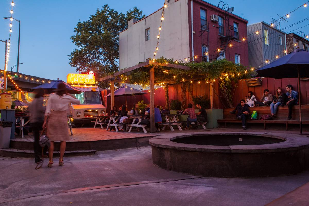 Best Williamsburg Bars - Beer Gardens, Cocktail Bars and ...