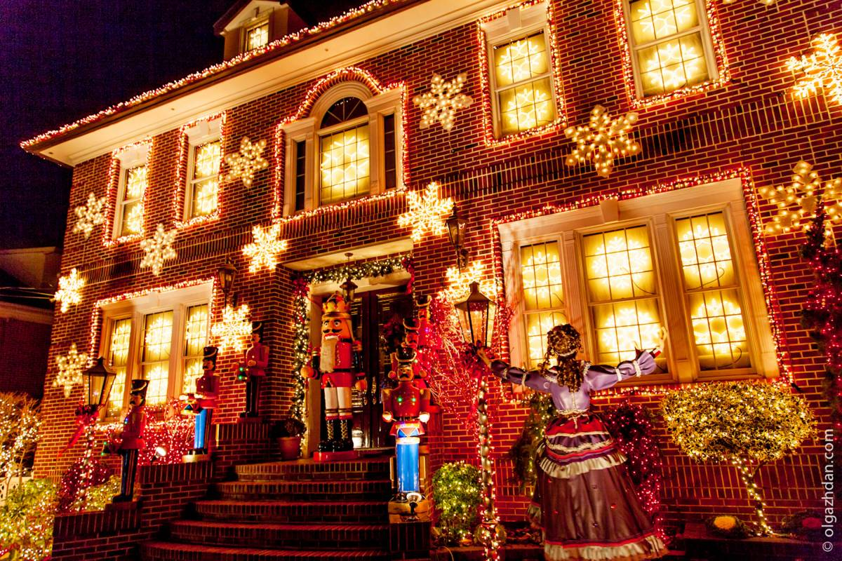Christmas Lights Tour Of Dyker Heights Nycgo