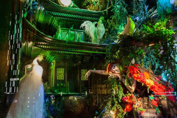 NYC Holiday Window Displays You Have To See The Official Guide - The 8 best holiday window displays in the world