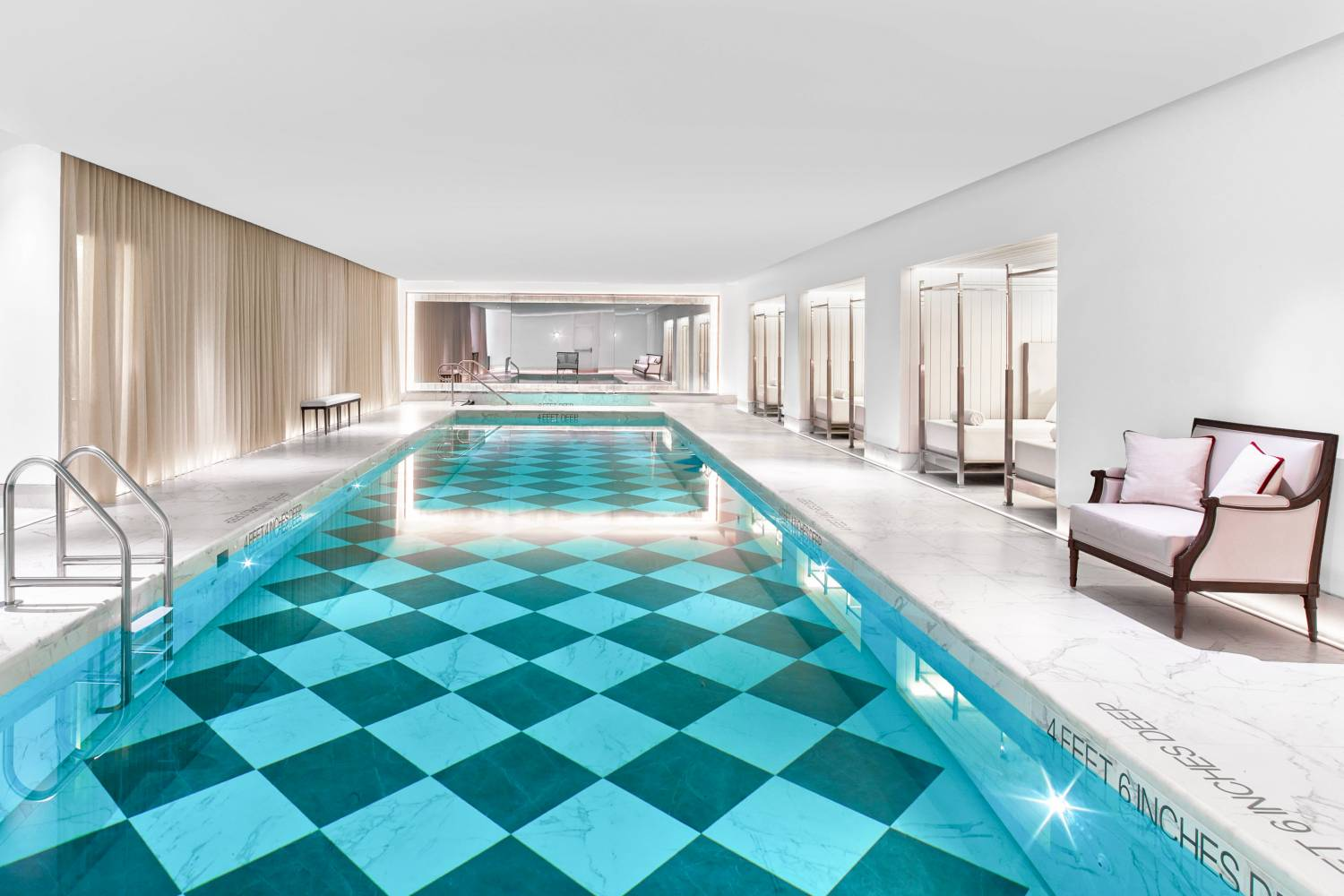Hotels In New York With Outdoor Swimming Pools
