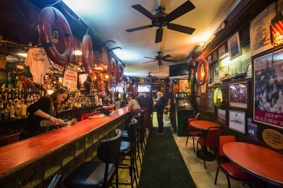 Best Dive Bars In Nyc Cheap Drinks In New York City