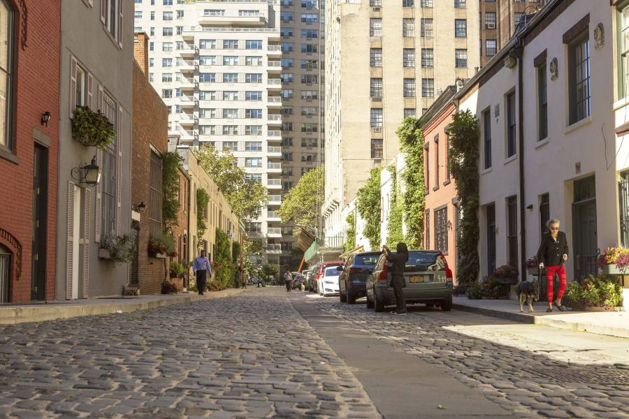 washington mews, street