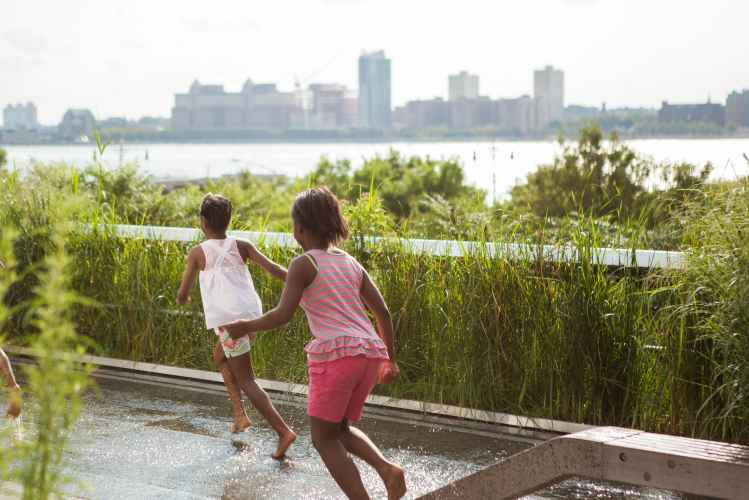 Kids playing on the High Line