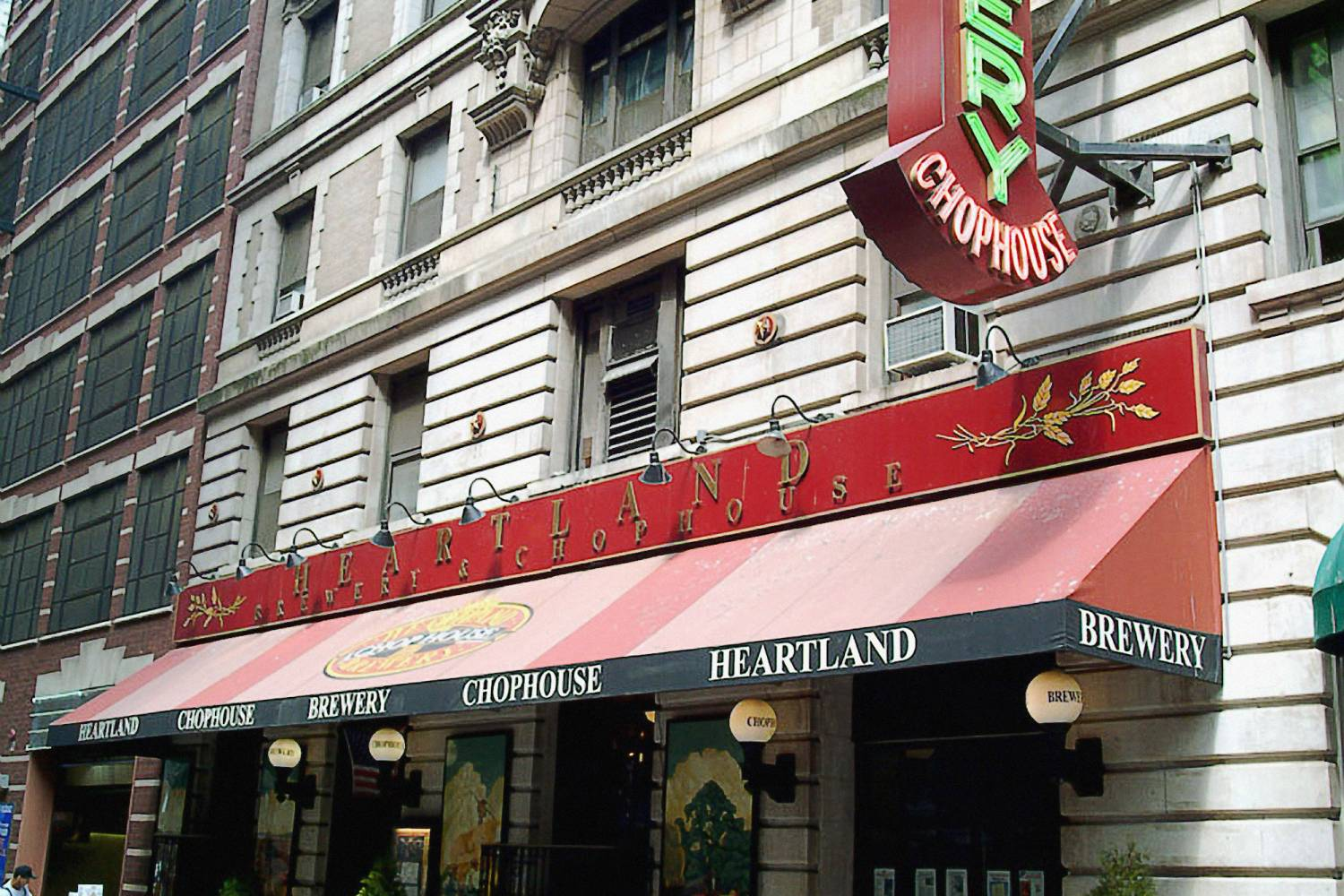 Heartland Brewery & Chop House (Times Square), exterior