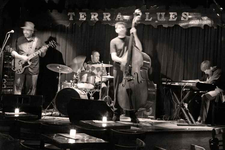 Terra Blues, interior stage