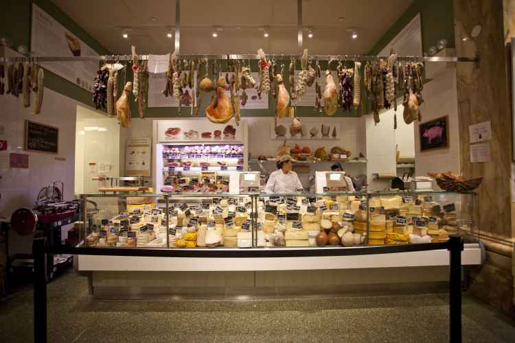 Eataly, cheese