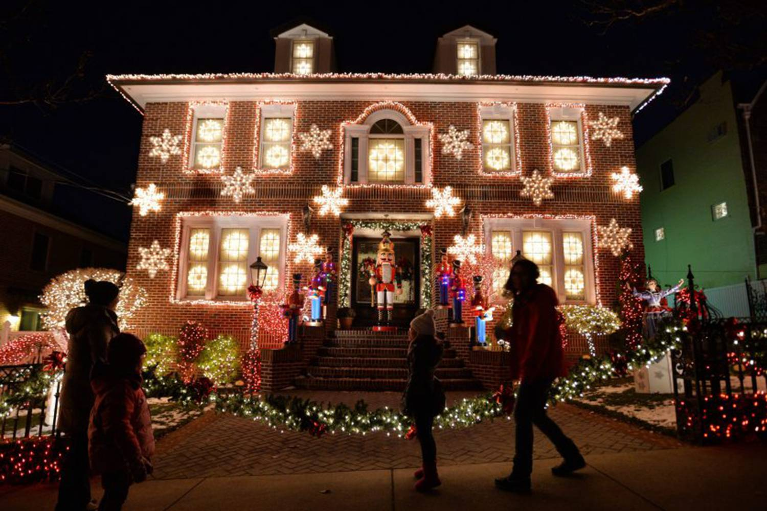 a slice of brooklyn christmas lights tour of dyker heights venues