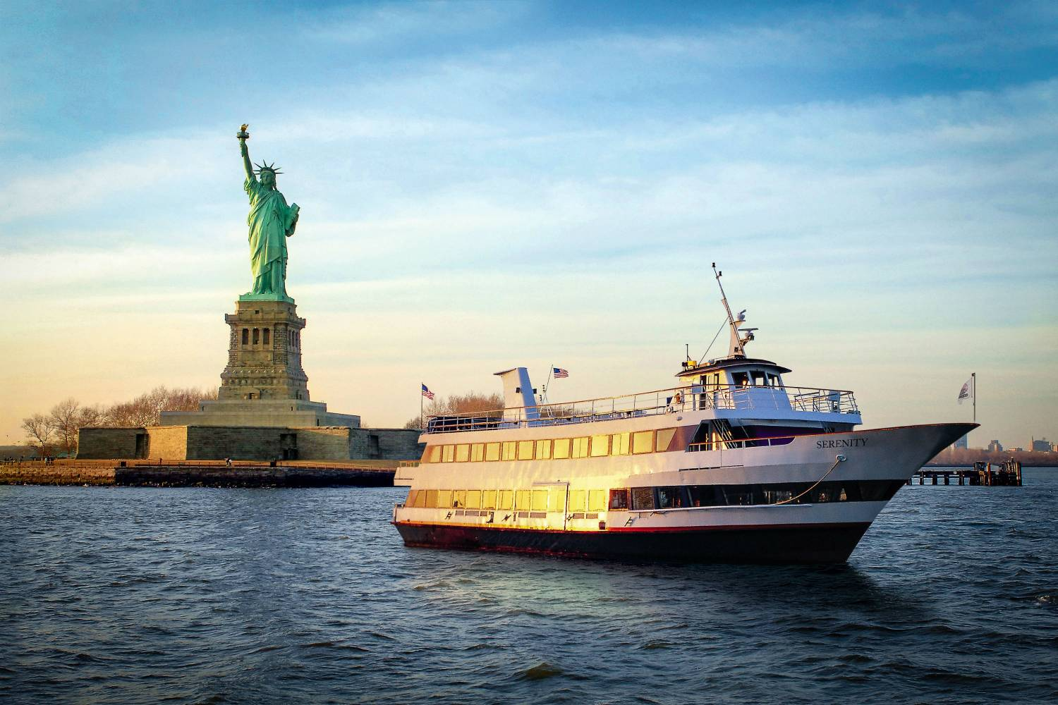 Hornblower serenity with view of the statue of liberty