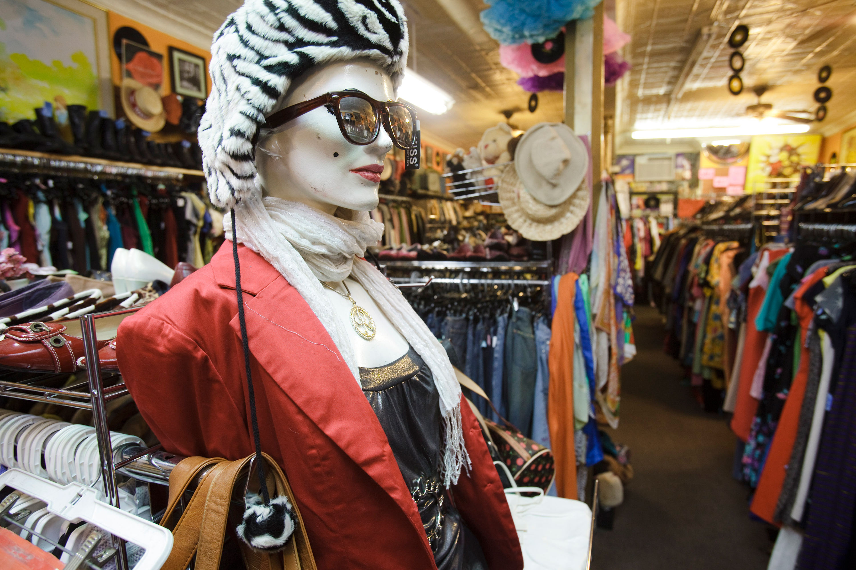 9d60707cf0 monkvintage williamsburg brooklyn nyc williedavis 20100314 monk-vintage 04.jpg