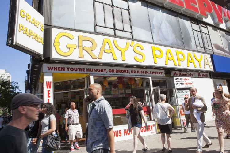Grays Papaya, exterior