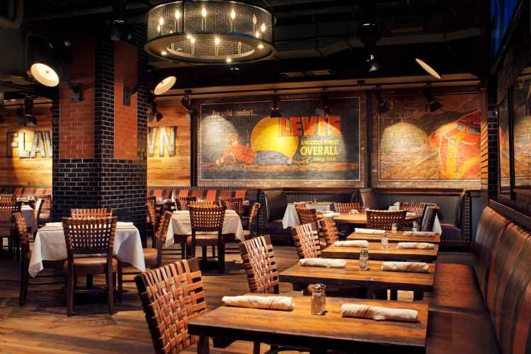 Guy's American Kitchen & Bar, dining room
